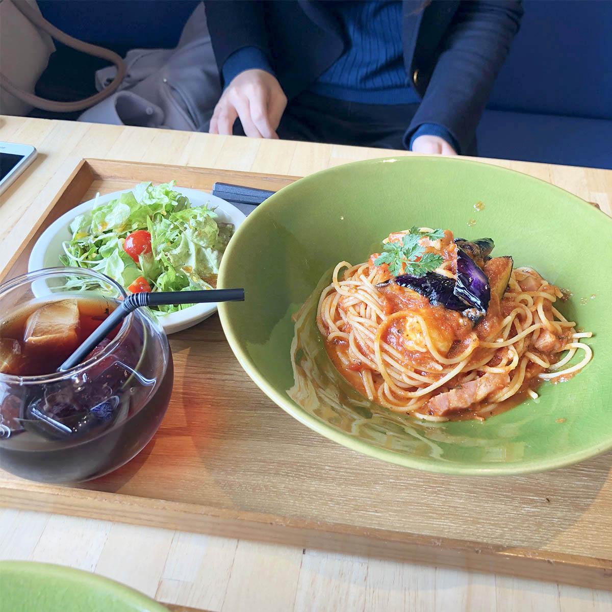 ベーコンとナスのモッツァレラチーズトマトソース